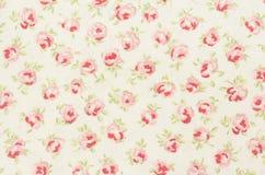 dicht omhoog geweven met rode rozen Stock Fotografie