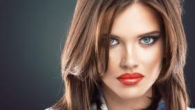 Dicht omhooggaand de schoonheidsportret van het vrouwengezicht Royalty-vrije Stock Afbeelding