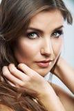 Dicht omhooggaand de schoonheidsportret van het vrouwengezicht Vrouwelijk model Stock Afbeelding