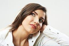 Dicht omhooggaand die de schoonheidsportret van het tienermeisje op witte backgr wordt geïsoleerd Royalty-vrije Stock Fotografie