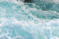 Dicht overzees schuim op de waterspiegel, mening van hierboven stock afbeeldingen