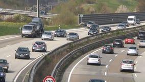Dicht verkeer op Duitse weg A3 stock footage