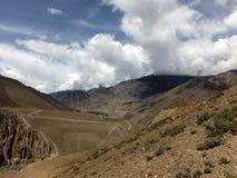 Dichtbegroeid en Droog Landschap van Himalayagebergte in Moesson royalty-vrije stock afbeeldingen