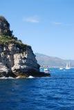 Dichtbij eiland Gallinara royalty-vrije stock afbeeldingen