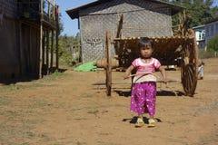 Dichtbij Kalaw, Shan-staat in Myanmar, 01-20-2018 Meisje stock foto