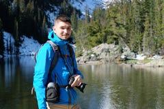 Dichtbijgelegen de toerist draagt Meer in Colorado royalty-vrije stock fotografie