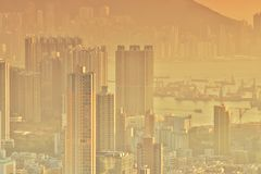Dichte hoge stijgingsflats in Kowloon, Hongkong Stock Foto's