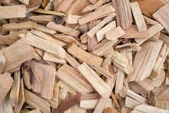 Dichte mening van hickory rokende spaanders voor barbecue royalty-vrije stock foto