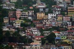 Dichte mening van huizen bij Fort-de-France, het Eiland van Martinique - Lesser Antilles, Frans gebied overzee Stock Afbeelding