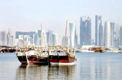 Dichte mening van traditionele dhow van Qatar stock afbeeldingen