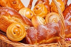Dichte mening van zoete bakkerijproducten Stock Fotografie