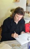 Dichte omhooggaand van de beroemde gitarist, Steve Hackett stock afbeelding