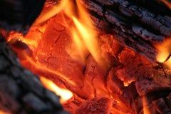 Dichte Omhooggaand van de Brand van het kamp Stock Foto's