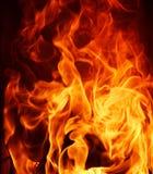 Dichte omhooggaand van de brandvlam op zwarte achtergrond Royalty-vrije Stock Foto