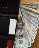 Dichte omhooggaand van de contant geldportefeuille Stock Foto's