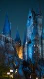 Dichte omhooggaand van de nachtscène van Hogwarts-kasteel Royalty-vrije Stock Foto