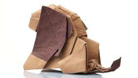 Dichte omhooggaand van de origamileeuw stock video