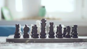 Dichte Omhooggaand van de Raad van het schaak Vrije tijdsactiviteiten stock video