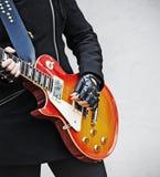 Dichte omhooggaand van de Speler van de gitaar royalty-vrije stock afbeelding