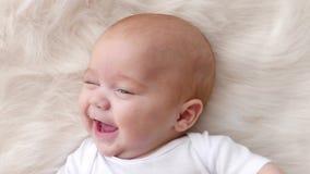 Dichte omhooggaand van het babyportret stock footage