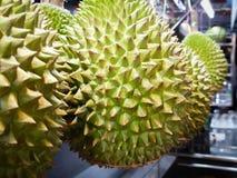 Dichte omhooggaand van het Durianfruit op een Maleise marktkraam royalty-vrije stock foto