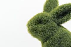 Dichte omhooggaand van het groene bontpasen-konijntje stock foto's