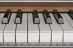 Dichte omhooggaand van het pianotoetsenbord Royalty-vrije Stock Fotografie