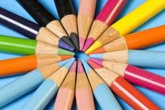 Dichte omhooggaand van het potlood in een cirkel Stock Foto's