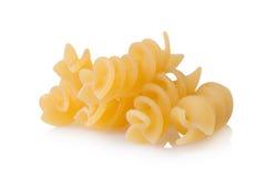 Dichte omhooggaand van macaronideegwaren geïsoleerd op wit Royalty-vrije Stock Foto's