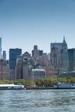 Dichte omhooggaand van Manhattan de stad in Stock Foto's