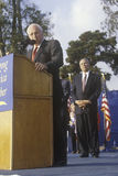 Dick Cheney et Colin Powell à une campagne de Bush/Cheney se rassemblent en Costa Mesa, CA, 2000 photo stock