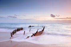Dicky Wreck au lever de soleil Image stock