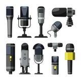 Dictaphone, microphone et d'autres outils professionnels pour des journalistes et des orateurs Photos stock