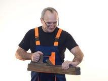 Die ältere Arbeitskraft mit dem Werkzeug Stockbilder