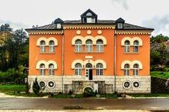 Die älteste Highschool in Cetinje Montenegro, Bogoslovija Svetog lizenzfreie stockfotos