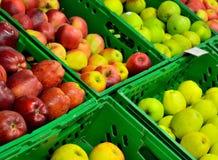 Die Äpfel in den Kästen Stockbilder