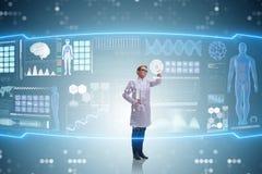 Die Ärztin in Fernmedizin mhealth Konzept Lizenzfreies Stockfoto