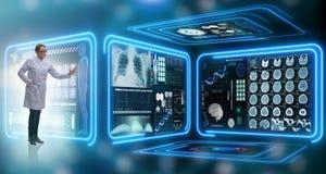 Die Ärztin in Fernmedizin mhealth Konzept Lizenzfreie Stockfotos