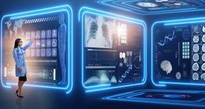 Die Ärztin im futuristischen medizinischen Konzept lizenzfreie stockbilder