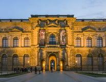 Die äußere Fassade der alte Hauptbildergalerie in Zwinger Stockbilder