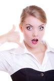 Die überraschte Geschäftsfrauherstellung ruft mich Geste an. Geschäftskommunikation. Lizenzfreies Stockfoto