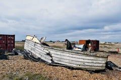 Die Überreste welches wa sobald ein Fischerboot auf dem Pebble Beach an Dungeness-Strand Kent stockfoto