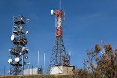 Die übertragende Antenne auf Gitter lizenzfreie stockfotos
