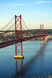 Die 25 de Abril Bridge. Lizenzfreie Stockfotos