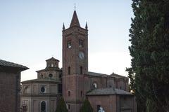 Die Abtei von Monte Oliveto Maggiore ist ein großes Benediktinerkloster in der italienischen Region von Toskana, nahe Siena Lizenzfreie Stockfotos