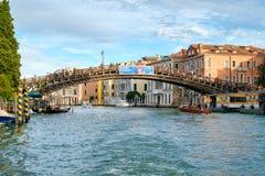Die Accademia-Brücke über Grand Canal in Venedig Stockfotos