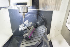 Die 5 Achse CNC-Maschine Stockfotografie