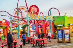 Die Achterbahn am Vergnügungspark auf Santa Monica Pier in Santa Monica, Kalifornien Lizenzfreie Stockfotos
