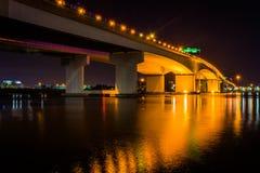 Die Acosta-Brücke über dem des Johannes Fluss nachts, in Jackson Stockfoto