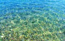 Die Adria sehen und die Felsen in Kotor bellen stockfoto
